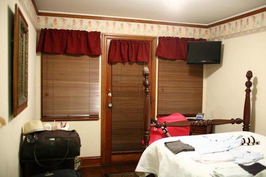 Lahaina Inn: Room