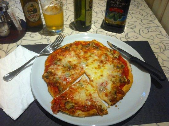 Pizzeria da Moisè : pizza at Pizzeria de Moisè