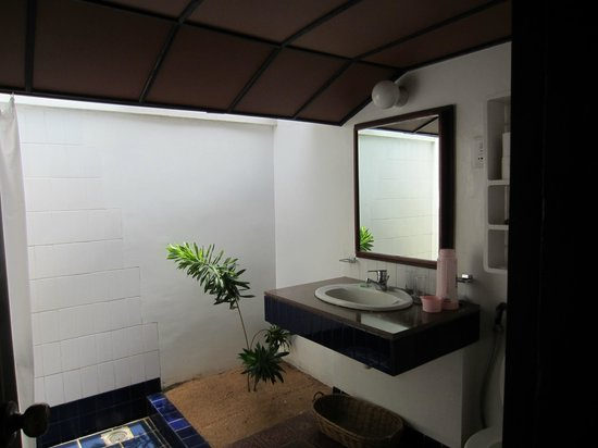 Ranweli Holiday Village: Bathroom