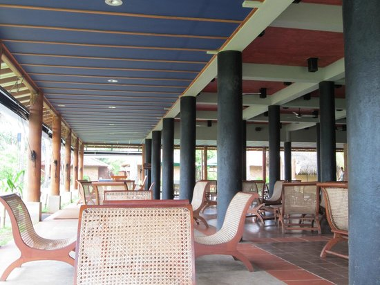 Ranweli Holiday Village: Bar area