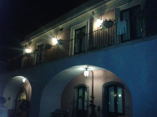 Etna Hotel: l'albergo in notturna