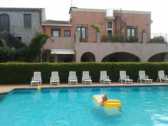 Etna Hotel: la piscina
