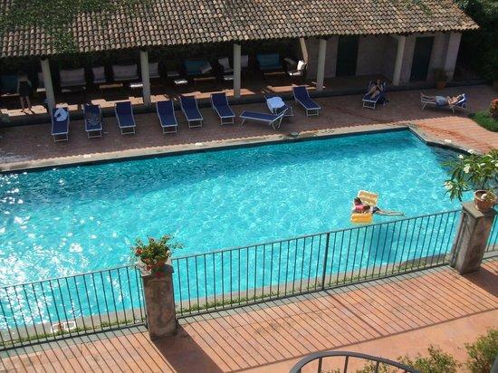 Etna Hotel: la piscina vista dal solarium