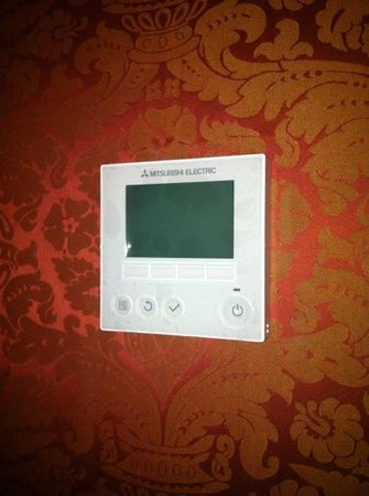 West-End Hotel: air con control not working