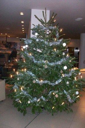 Wyndham Berlin Excelsior: Xmas tree in reception