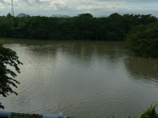 Centauria Lake Resort: Adjacent lake