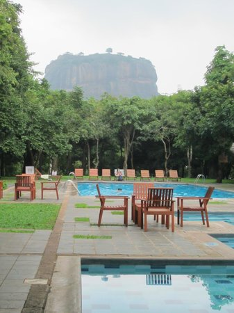 Hotel Sigiriya: Pool with a view