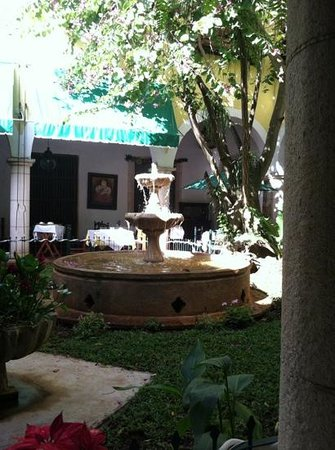 El Meson del Marques: Dining in the atrium al fresco