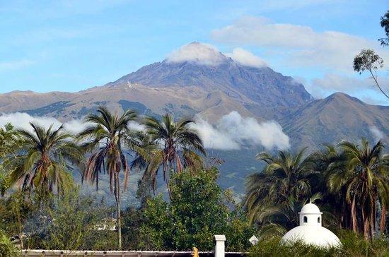 Las Palmeras Inn: Mountain Cotacachi (volcano)