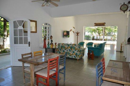 Pousada Praia do Guaiuba: Reception and Breakfast Area