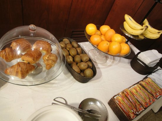 Hotel East Houston: Continental Breakfast