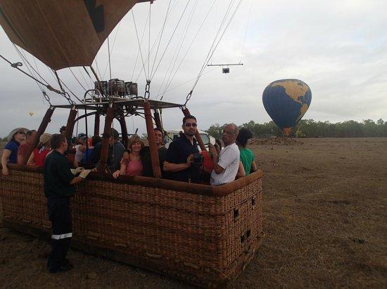 Hot Air Balloon Port Douglas : launching