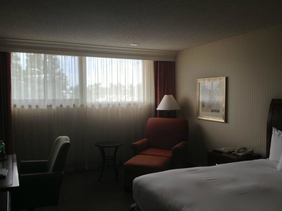 ‪‪Hilton Orange County / Costa Mesa‬: Dingy room‬