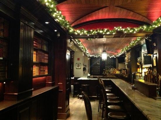 The Long Room : cozy bar and restaurant