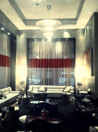 The Bentley Hotel: Lobby