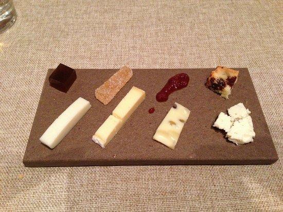 Brindillas Restaurant: Cheese and preserves