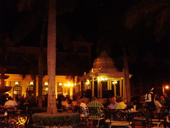 Hotel Riu Palace Punta Cana: hall à l'extérieur