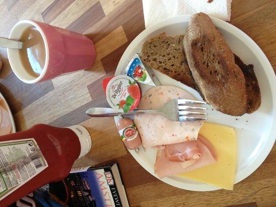 Kuwadro B&B Amsterdam Centrum: Tutte le mattine ci preparavano questa colazione!