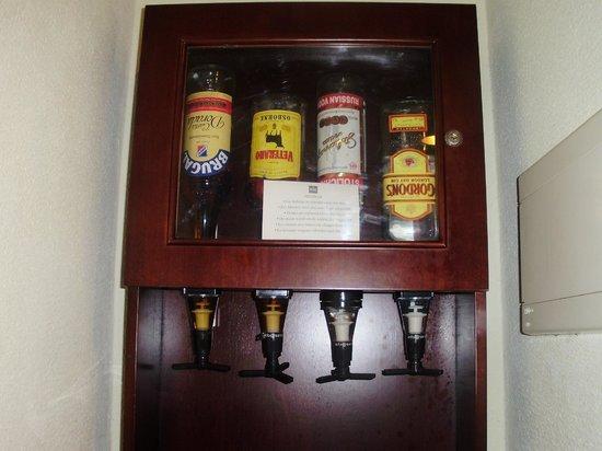 Hotel Riu Palace Punta Cana: mini bar dans la chambre