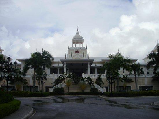 Hotel Riu Palace Punta Cana: devant de l'hôtel