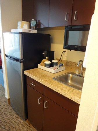 Four Points by Sheraton Destin- Ft Walton Beach: kitchenette area