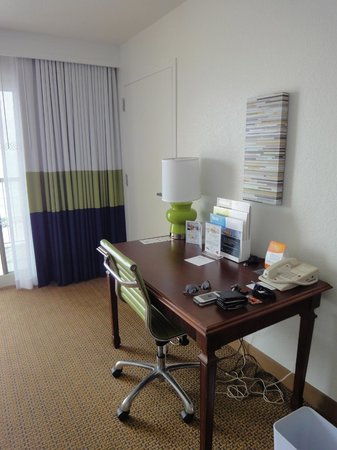 Four Points by Sheraton Destin- Ft Walton Beach: work area