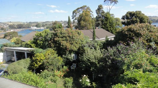Boscobel of Ulverstone Bed & Breakfast: View from room looking across to the Leven River