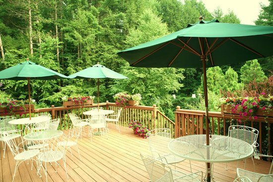 Berkshire Hills Country Inn: Enjoy breakfast on our deck