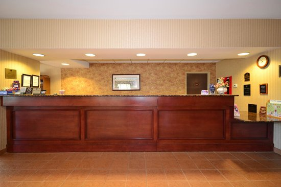 BEST WESTERN Plus Saratoga Springs: Front Desk