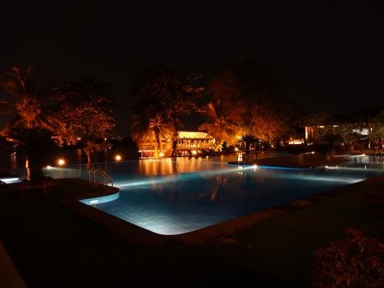 Cinnamon Lakeside Colombo: swimming pool at night by the floating restaurant