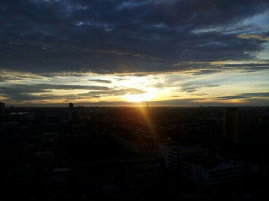 Pullman Kuching: Sun rise view from the hotel