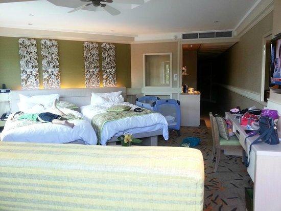 Room (twin bed + Big sofa bed) - Picture of Shangri-La\'s ...