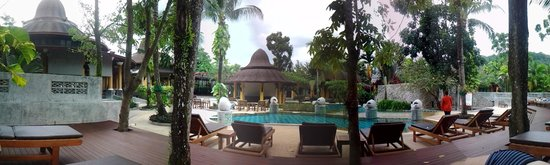 The Village Resort and Spa: Panorama vom Pool