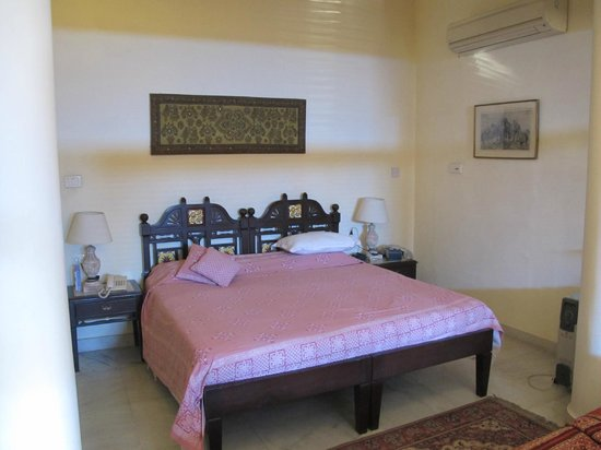 Hotel Meghniwas: The bedroom