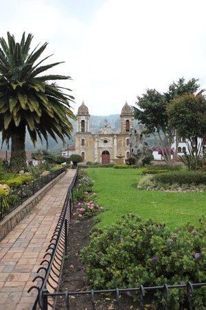 Tibasosa: The main church and plaza