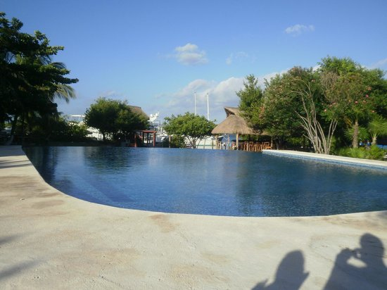 Marina Paraiso: the pool is quite large!