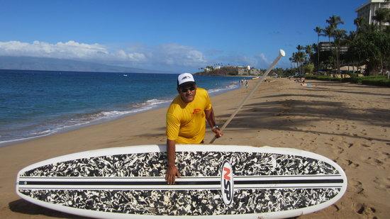 Ka'anapali Beach: Instructors wear yellow shirts