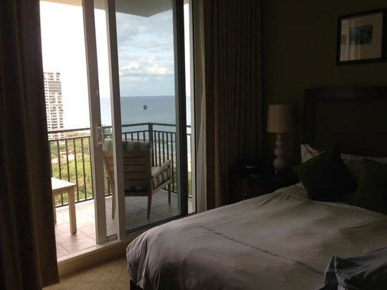 Palm Beach Marriott Singer Island Beach Resort & Spa: bedroom balcony with view of ocean and intracoastal