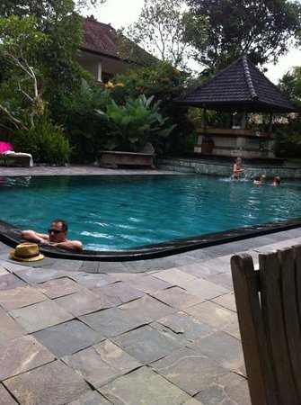 Sri Ratih Cottages: pool side view