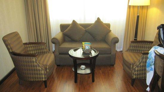 Flora Grand Hotel: Sofa