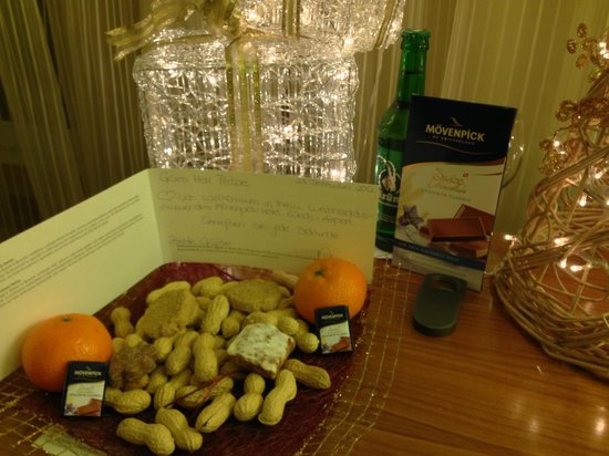 Moevenpick Hotel Zurich-Airport: Christmas decor and sweet letter from guest relations