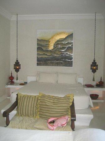At Niman Conceptual Home: bedroom