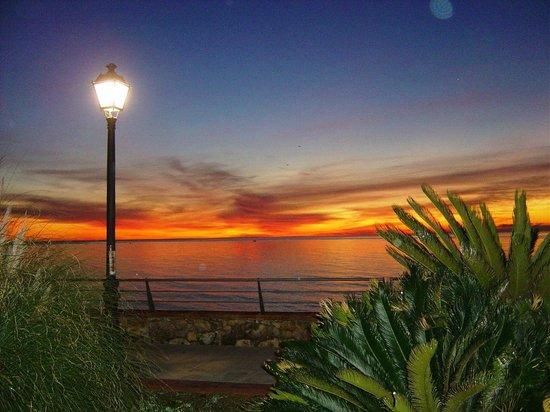 Las Arenas Hotel: Sunrise at 8am
