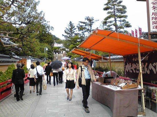中山寺, 参道の屋台