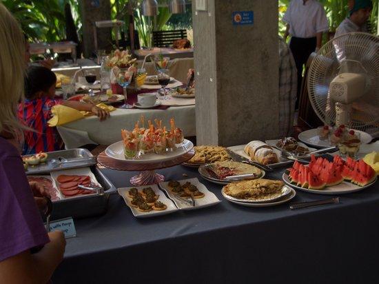 Terrace 90 Bakery & Restaurant : Dessert table