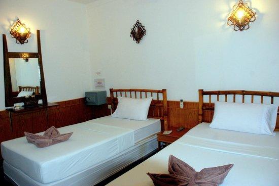 Garden Inn Bungalow: room