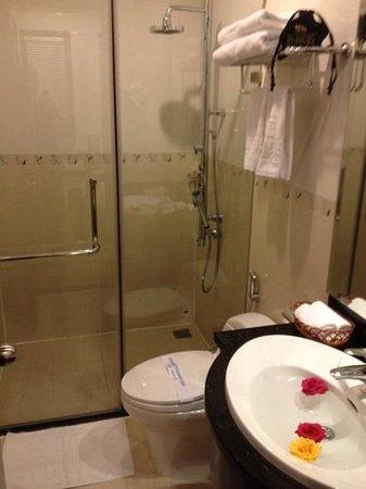 Hanoi Meracus Hotel 1: meracus bath