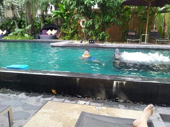 Sukhumvit 12 Bangkok Hotel & Suites: swimming pool