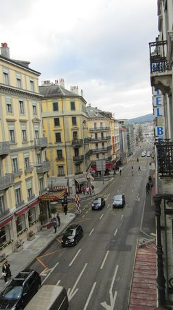 Hotel Bernina Geneve: View from the small balcony