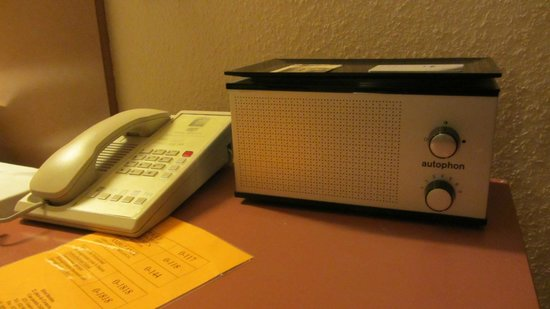 Hotel Bernina Geneve: Retro radio set